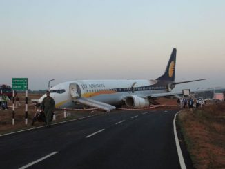 A Jet Airways aircraft is seen after it skidded off the runway before takeoff at an airport in Goa, India December 27, 2016. Indian Navy/Indian Ministry of Defence/Handout via REUTERS ATTENTION EDITORS - THIS IMAGE HAS BEEN SUPPLIED BY A THIRD PARTY. EDITORIAL USE ONLY.      TPX IMAGES OF THE DAY - RTX2WKKG