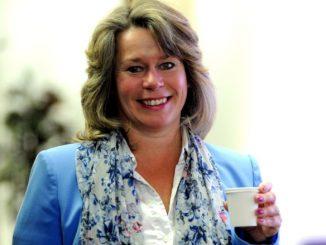 """Michelle Thomson: """"violentata a 14 anni"""". La deputata racconta"""