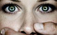Udine: madre picchia brutalmente sua figlia perché non porta il velo