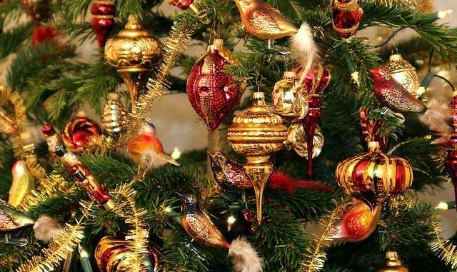Natale: addobbi per l'albero