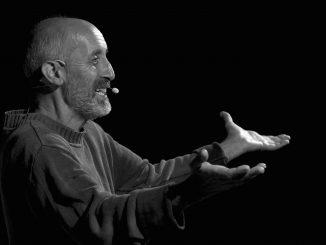 Fabrizio Pugliese in «Per obbedienza. Dell'incanto di frate Giuseppe». Diso (LE, Puglia, Italia), piazza Municipio.