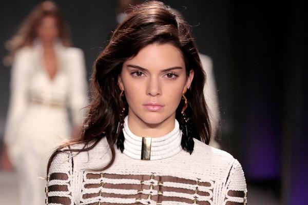 Kendall Jenner lato b e fisico: gallery