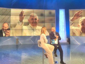 Unomattina compie 30 anni: Papa Francesco chiama in diretta per fare gli auguri