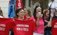 Foto Vincenzo Livieri - LaPresse  27-05-2016 - Roma - Italia  Cronaca Manifestazione dei lavoratori Almaviva a Piazz a Santi Apostoli Photo Vincenzo Livieri - LaPresse  26-05-2016 - Rome -  Italy Demonstration of Almaviva workers at Piazza Santi Apostoli