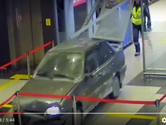 con-l-auto-in-aeroporto