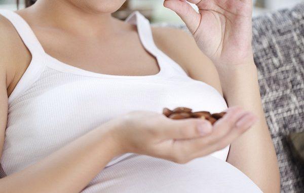 Frutta secca: fa bene in gravidanza?