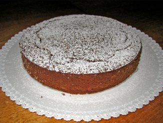 Torta con gocce di cioccolato: la ricetta facile e veloce