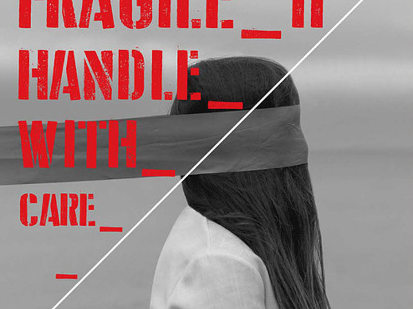 """""""Fragile-Handle with care"""" a Genova"""