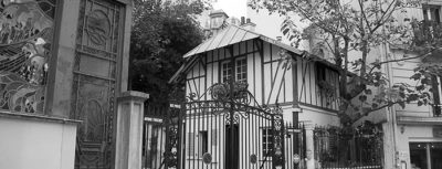 Casa infestata in bianco e nero