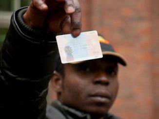 Far lavorare i migranti in attesa di asilo: la proposta del governo