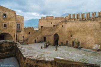 Cortile del Castello di Carini