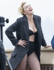 Hollywood Actress Kate Winslet Hot and Sexy Photo 9
