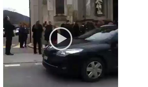 Madman bestemmia davanti alla Chiesa