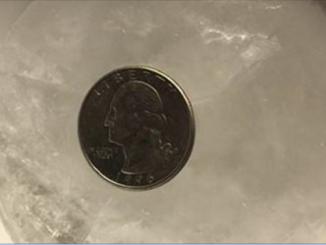 Lascia una moneta nel freezer: ecco cosa succede)