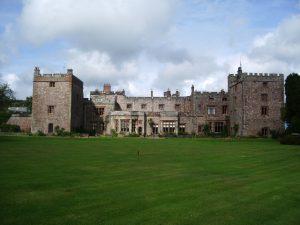 Il Castello di Muncaster in lontananza
