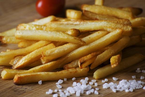 Patate bruciate: tutti i rischi per il corpo umano se cotte troppo