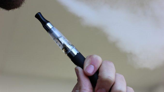 Smettere di fumare per mezzo di una sigaretta elettronica senza nicotina