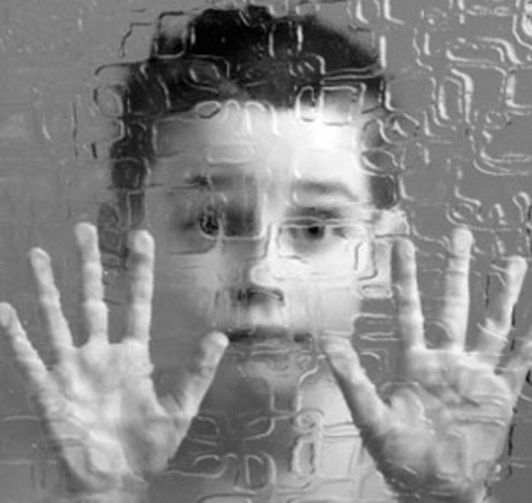 Autismo infantile: come si sviluppa e come gestirlo