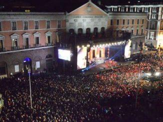 Il Capodanno a Bari di J-Ax e Fedez: 110 mila persone in piazza