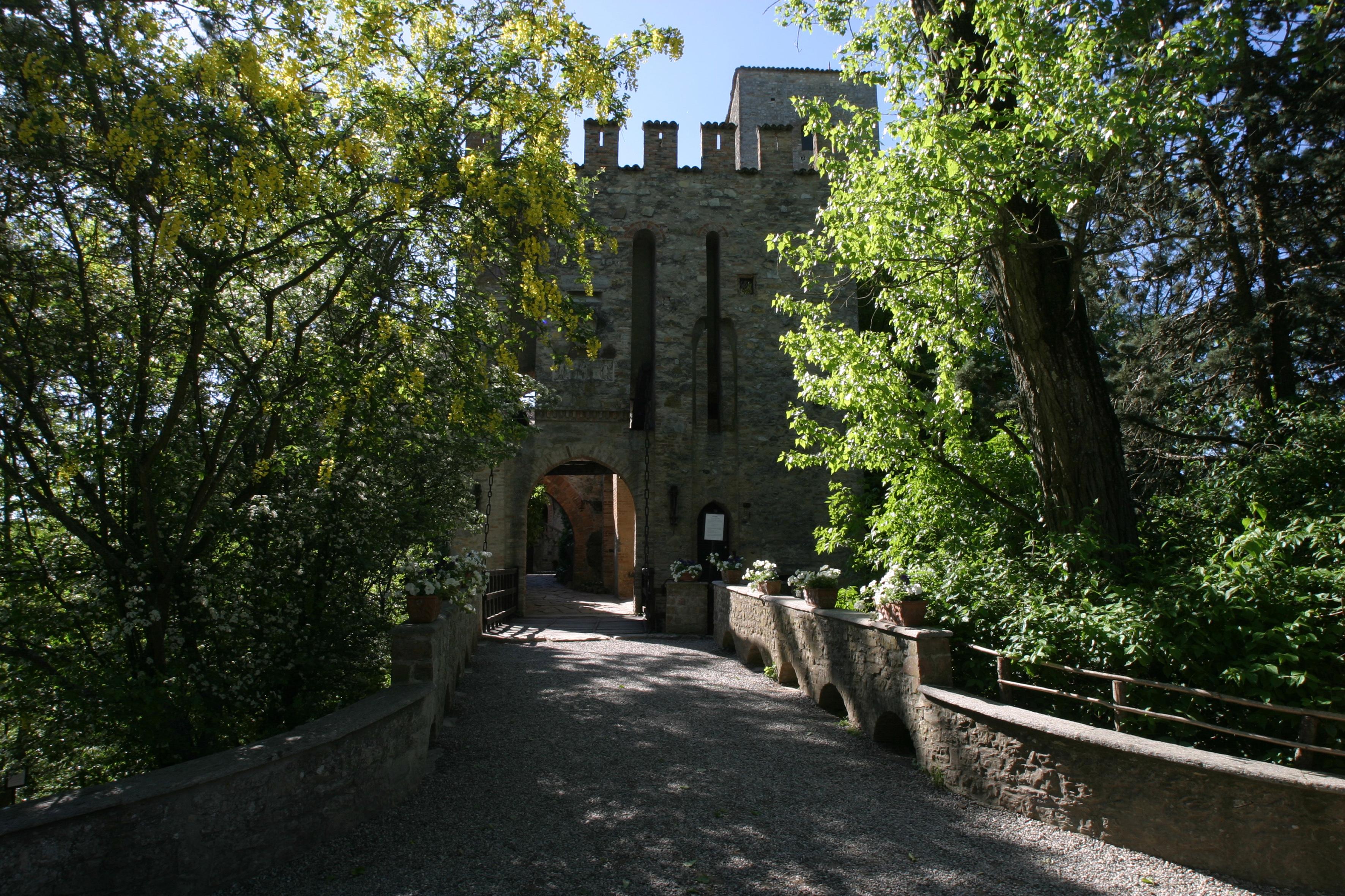 CASTELLO DI GROPPARELLO (PIACENZA)