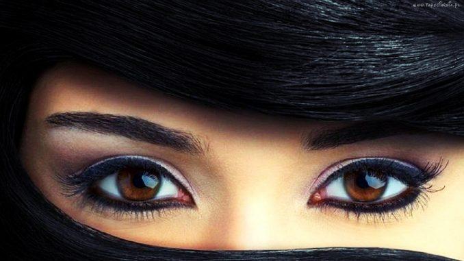Eyeliner vs matita kajal: quando usare l'uno e l'altro