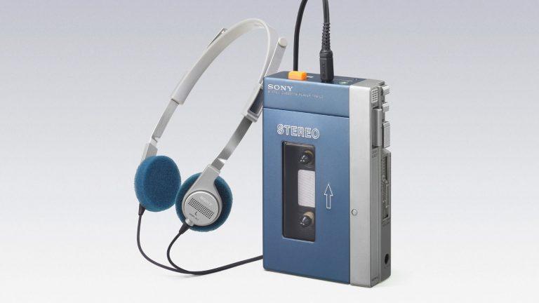 Il walkman, l'oggetto degli anni 80 da portare sempre con sè per ascoltare la musica.jpg