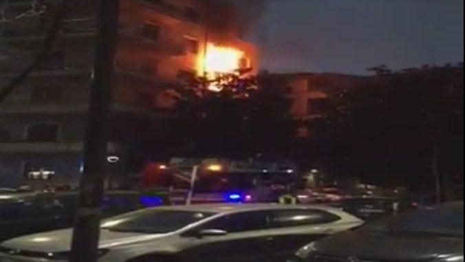Milano doppio incendio nel cortile del 39 marangoni 39 e in for Via marangoni milano