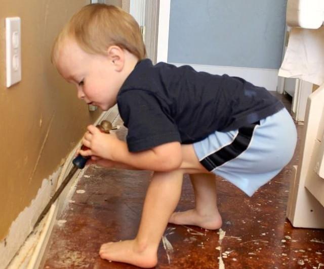 Arredare casa: pavimento con carta da imballaggi