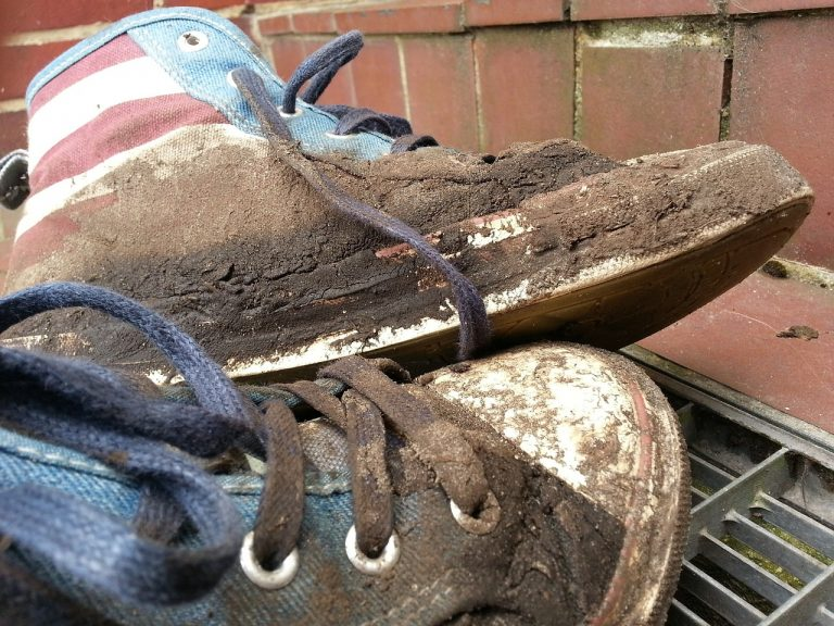 pulire le scarpe