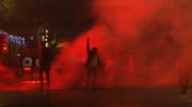 Palermo, follia al concerto di Capodanno: uomo spara in aria indisturbato|Il video