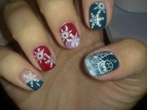 unghie-fai-da-te-per-Natale-fiocchi-neve-chic