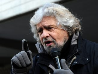 1477654452-beppe-grillo-trento-2012-04