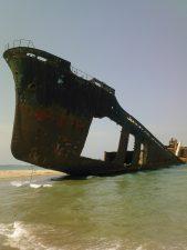 Eden V: la nave giapponese abbandonata al largo di Foggia