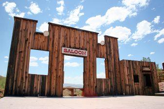Facciata di un saloon
