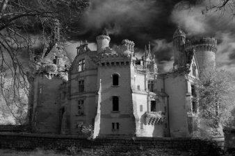 Inquietante immagine del castello abbandonato