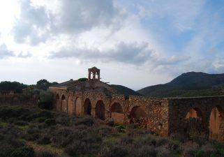 In lontananza la vecchia  Chiesa di San Giorgio