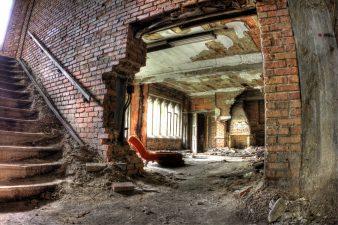 Breccia nel muro dell'edificio