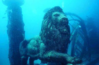 """Statua di leone nella città """"che gli è dedicata"""""""