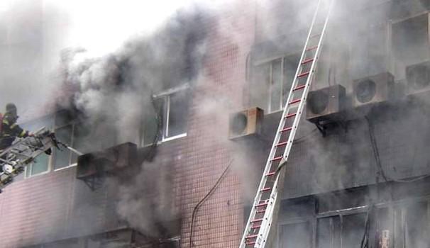 Cina: incendio in hotel, tre morti