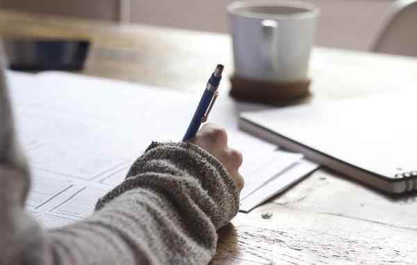 Gli universitari non sanno scrivere, appello dei docenti per salvare l'italiano