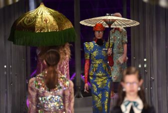 A model presents a creation for fashion house Gucci during the Women's Fall/Winter 2017/2018 fashion week, on February 22, 2017 in Milan. / AFP / GIUSEPPE CACACE (Photo credit should read GIUSEPPE CACACE/AFP/Getty Images)
