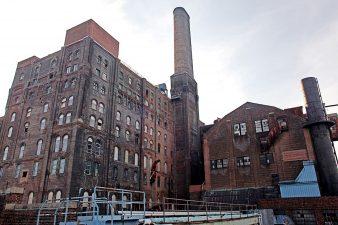 La Domino Sugar Refinery