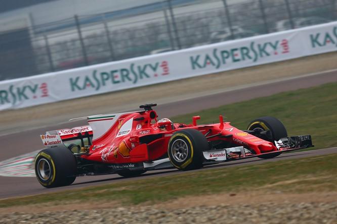 Raikkonen e Vettel scendono in pista per il primo giro con la nuova Ferrari