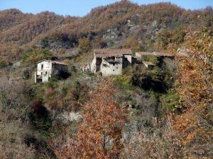 Veduta di Laturo, borgo abbandonato