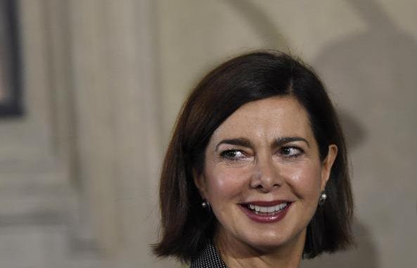 Laura Boldrini lancia il 'basta bufale', basta alle menzogne sul web