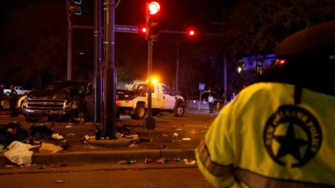 Auto sulla folla a New Orleans: 28 feriti