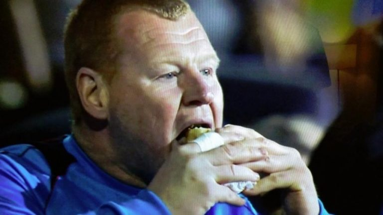 Portiere Sutton: Shaw, panini e birra durante la partita