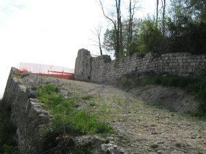 Sentiero che conduce al Casello di Pinzano