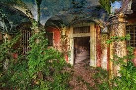 Particolare della villa abbandonata