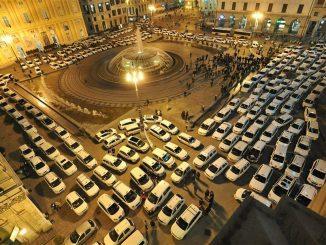 Stamattina a Roma è calato il silenzio. La protesta si ferma, per ora.  Il governo risponde ai tassisti dicendo che un decreto sarà pronto entro un mese.